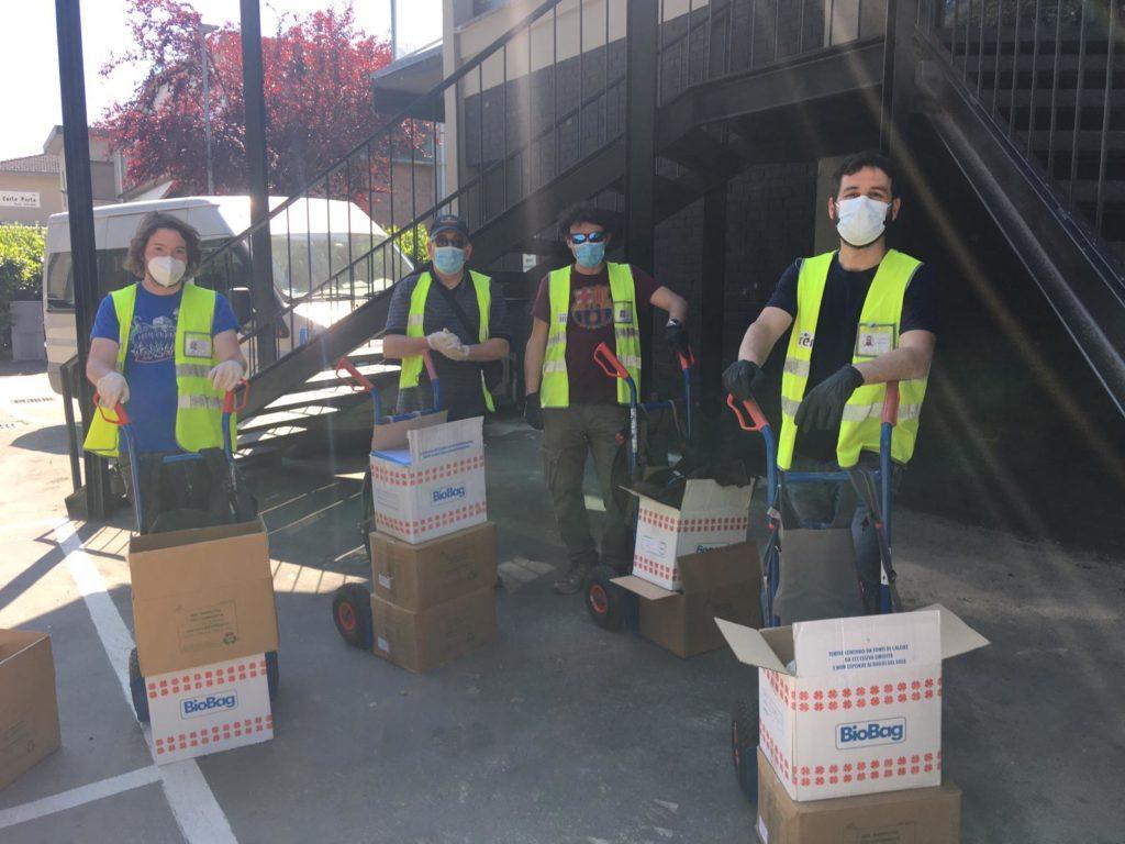 distribuzione-sacchetti-per-la-raccolta-differenziata